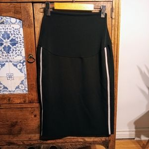 4/$20🔥 Thyme maternity skirt size small